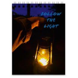 """Блокнот """"Следуй за светом"""" - надпись, рука, свет, фонарь, темный фон"""