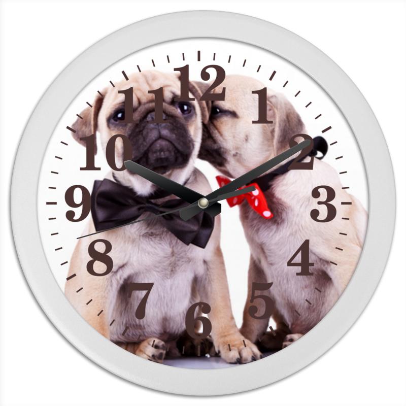 Часы круглые из пластика Printio Pugs