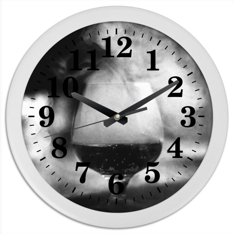Часы круглые из пластика Printio Бокал дыма