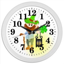"""Часы круглые из пластика """"Лепрекон с фонарем и волшебный клевер"""" - клевер, фонарь, день святого патрика, карлик, четырехлистник"""