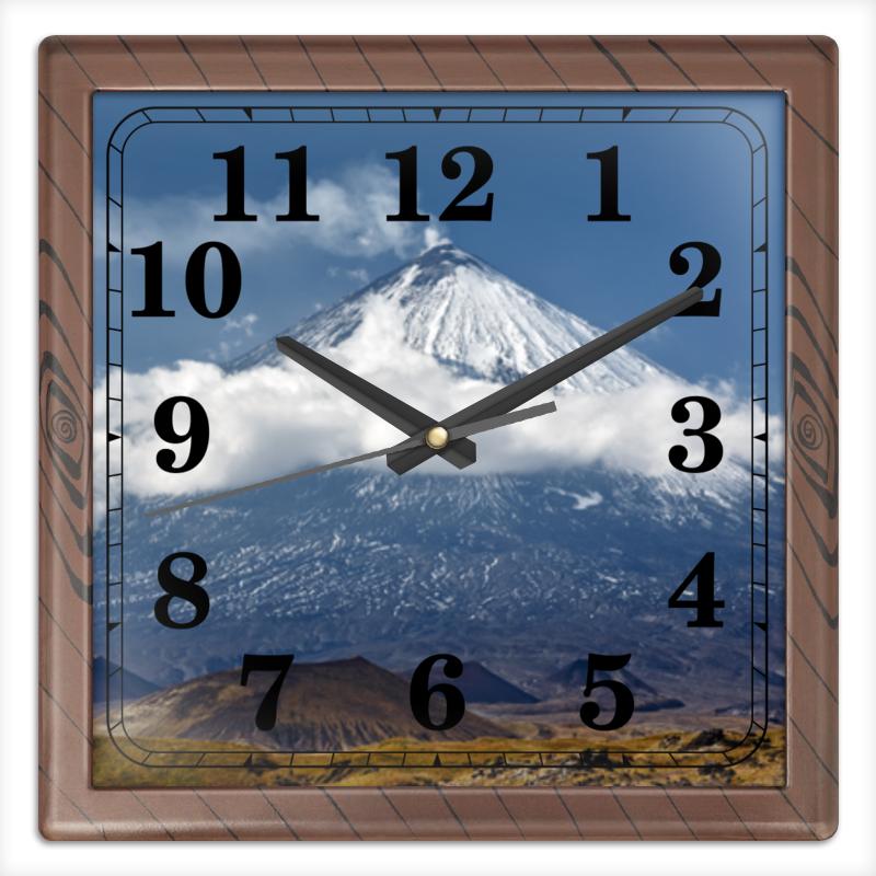 Часы квадратные из пластика (под дерево) Printio Камчатка, осенний пейзаж, извержение вулкана цена