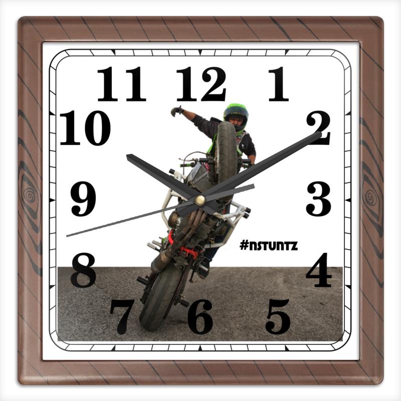 Часы квадратные из пластика (под дерево) Printio #nstuntz